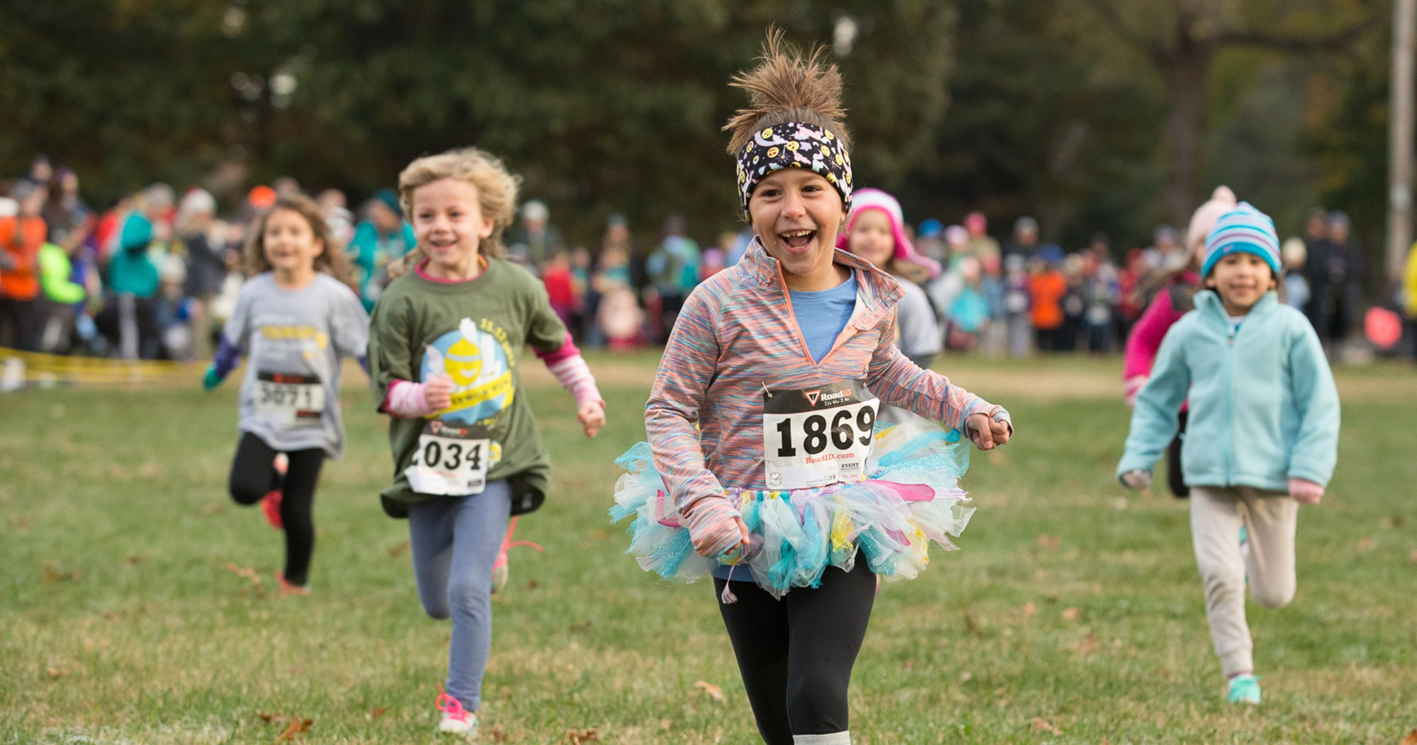 Kids running in an ALSF race