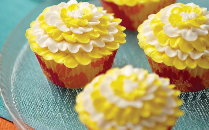 Cupcakes are the perfect match for cold lemonade!