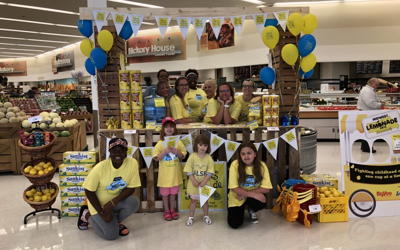 Local nurses and stand hosts Shanna and Tiffany built their sturdy lemonade stand out of recycled wooden pallets in Belton, MO.