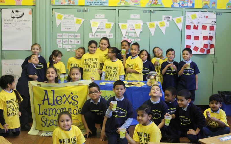 Alex's Lemonade Stand Foundation started because Alex believed so strongly in the power of kids helping kids. Whether it's hitting a hole-in-one, challenging classes to a change war or cheering up SuperSibs, kids are thinking of creative ways to help the fight against childhood cancer. Here are five ways children across the country are making a difference:
